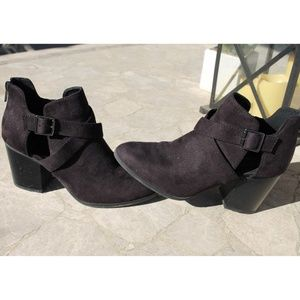 TILLY'S Delicious brand Black Booties Size 8